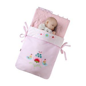 Wholesale Austtbaby baby sleeping bag autumn and winter baby anti tipi thermal holds blankets