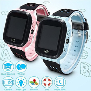 Wholesale Cute Q528 Kids Tracker Smart Watch with Flash Light Touchscreen SOS LBS Location Finder for Child GPS tracker with box