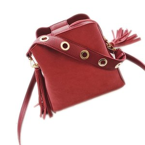 Wholesale FGGS Fashion Scrub Women Bucket Bag Vintage Tassel Messenger Bag High Quality Retro Shoulder Simple Crossbody Tote Red