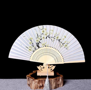 Wholesale Chinese style ladies classical folding fans bamboo Japanese style and wind gift fan folding fan head blue and white bird beauty fan