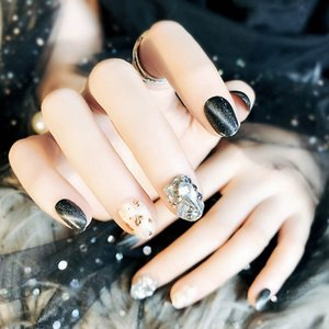 Wholesale Girl Black Color Full Cover False Nails Oval Short Size Artificial Nails Fashion Shining Rhinestone Fake Nail Art Tips With Glue
