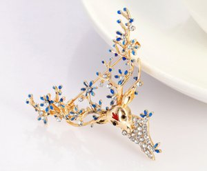 Wholesale Elk Brooch Crystal Diamond Corsages Luxury Design Brooches Cute Animal Deer Pins High Quality Alloy Rhinestone Sweater Clips