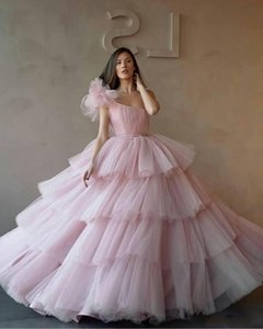 Wholesale Light Pink One Shoulder Ball Gowns Quinceanera Dresses Tulle Tiered Cupcake Formal Long Prom Dresses Sweet Age Vestidos De Quinceanera