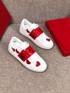 Wholesale 2019 new womens white leather heart sneakers sequin embroidery slip on causal shoes girls size euro