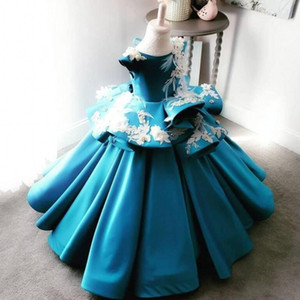 Wholesale Ball Gown Girls Pageant Dresses With Handmade Flowers Feather Appliques Beads Peplum Satin Flower Girl Dress Lovely Kids Birthday Gowns