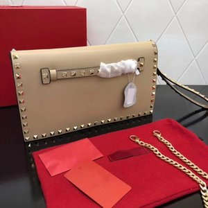 Wholesale 2019 Explosion Women s Studded Clutch Women s Solid Leather Crossbody Bag Platinum Studs and Metal Detachable Studded Wrist Strap Casual
