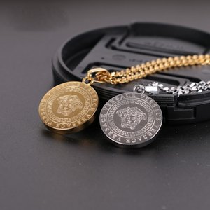 Wholesale 2019 New Fashion Brand Men Pendant with Head Print Hip Hop Necklace for High Street Unique Design Coin Pendant with Colors