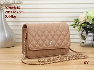 Wholesale 2019 New F Fashion Messenger Bag Designer Shoulder Bag Chain Handbag Luxury Messenger Bag Purse Ladies Handbag...04