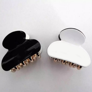 4.3X3.5CM European and American acrylic black and white material three-dimensional hair catch small grip hair accessories fashion Jewelry
