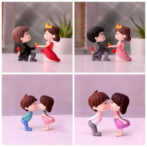 Wholesale Boys and Girls Couples Kiss Dolls Desktop Toys Wedding Cake Decorations Micro Landscape Model Garden Decorations for Potted Meaty Plants