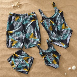 Wholesale Mommy and me Swimsuit Beach Holiday Tropical Leaf Print One piece Swimsuits Mother Daughter Beach Shorts Men Boys Swimwear D061