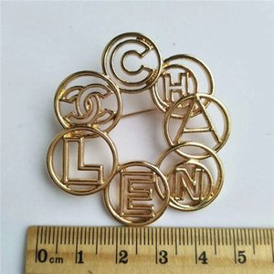 Wholesale High quality Letter Lady Brooches Alloy Fashion Brooches Pins for Dress man and Women Fashion Acessories Jewlery Accessories wholesale