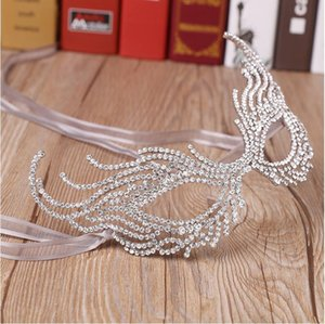 Wholesale Hot 2020 New Halloween Party Half Face Mask Eye Mask Special Party Mask Rhinestone Alloy Crown Wholesale