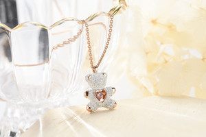 Wholesale 2019 new pink diamond teddy smart white bear necklace European and American fashion style flash heart fashion pendant cute