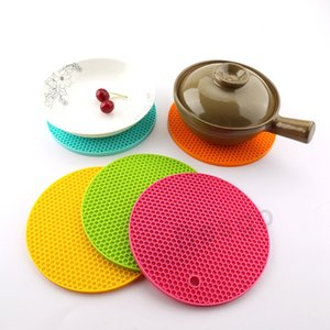 Wholesale round silicone placemats resale online - Round Honeycomb Silicone Mat High Temperature Resistance Heat Insulation Table Placemats Non Slip Bowl Pot Cup Pad Coasters DBC BH2735