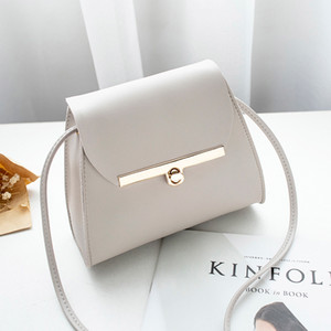 Wholesale 2019 Korean version of the new simple woman bag single-shoulder cross-body bag retro lock small fresh small square bag