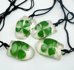 Wholesale current price YQTDMY Hot Real Four Leaf Clover Mouse Shape Dried Pendant