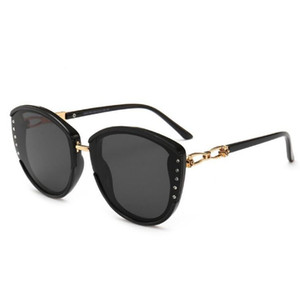 Wholesale 2019 New Ladies Sunglasses Hot Casual Temperament Fashion Diamond Sunglasses Out Street Shooting Glasses Travel Essential Accessories