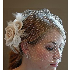 Wholesale 2019 Fashion Short White Bridal Birdcage Veil Ivory Champagne Flower Feather Wedding Netting Bridal Hat Dress
