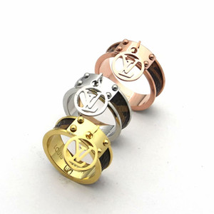 Wholesale 316L Stainless Steel fashion Jewelry V Love rings Design jewelry lover rings Gold Plated men women wedding rings