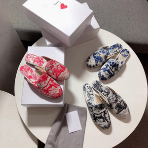 Wholesale Designer slides Brand luxury women sandals silk fabrics Lion pattern slippers Ladies EMBROIDERED COTTON mules women s flat sandals