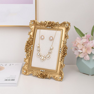 Wholesale DDisplay Resin Photo Frame Golden Jewelry Display Stand Victorian Fashion Necklace Standing Showcase Rose Flower Pendant Display Holder