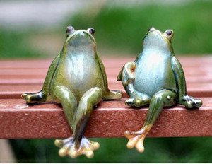Wholesale Funny Cartoon Frog Souvenir Home Decoration Decorations Wedding Monroe Furnishings Creative Cute Ceramics Garden Decor Crafts