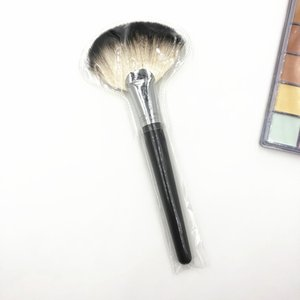 Wholesale Professional Big Fan Brush PA Wood Handle Soft Goat Hair Large Powder Blusher Finished Fan Cosmetic Tool Make up Brushes