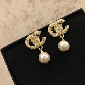 Wholesale 2019 High quality fashion designer jewelry earrings women diamond earrings Simple fashion wedding anniversary gold earrings
