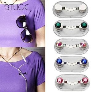 Wholesale New Zinc Alloy Magnetic Eye Glasses Holder Sunglasses Clip Hang Magnet Hook Shirt Universal Earphone Key Eyeglass Holder Pin pc