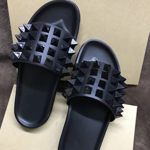 Wholesale Men designer slippers Luxury Slides Flip Flops Red Bottom Sandals Genuine Leather With Spikes Shoes Mens Black Flat Comfortable Beach Shoes