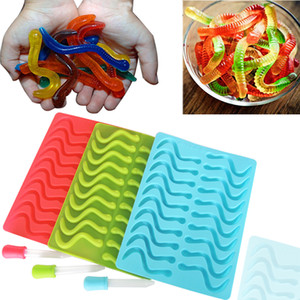 Wholesale New Cavity Snakes Worm Gummy Hard Candy Chocolate Silicone Soap Ice Tray Mold Baby Party Shower Cake Decorating Tools