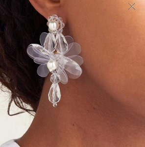 Wholesale Hand woven Fashionable Pearl Transparent Resin Flower Stud Earrings Exaggerated Petals And Pearl Crystal Dangle Earrings