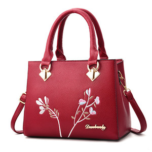 Wholesale Free2019 Woman Age Middle Handbag Tide In National Customs Embroidery Joker Mom Bag Single Shoulder Span Package