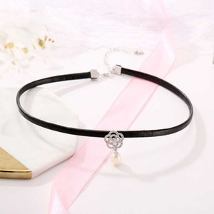 Wholesale Harajuku Style Leather Short Choker With Pearl Pendant Inlaid Zircon Flower Nature Pearl Pendant Oyster Mounts