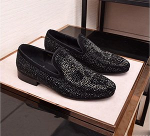 Wholesale 2019Fashion European style Casual Formal Shoes For Men Black rhinestone Genuine Leather Men Wedding Shoes Gold Metallic Mens Studded Loafers