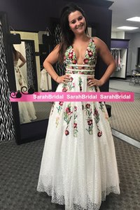 Arabic Dubai V-neck Prom Dresses Special Occasion Dresses A-Line Sleeveless Embroidery Long Prom Gowns Appliques Long Party Dresses on Sale