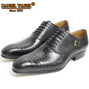 Wholesale Men Leather Shoes Snake Skin Prints Men Business Dress Classic Style Coffee Black Lace Up Pointed Toe Shoes For Oxford