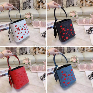 Valentine Day Women Gifts Three-dimensional Love Flowers Decorative Bucket Bag Travel Casual Mini Tote
