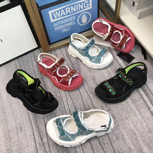 Wholesale back velvet for sale - Group buy Thick bottom Sports sandals diamond woman leisure sandals fashion Leather beach Men Casual sandals velvet Letter lady shoes Large size