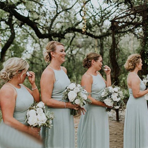 Wholesale Simple Chiffon Sage Green Halter Bridesmaid Dresses Crisscross Back Long Boho Country Garden Wedding Party Dress Maid of Honor Formal Gowns