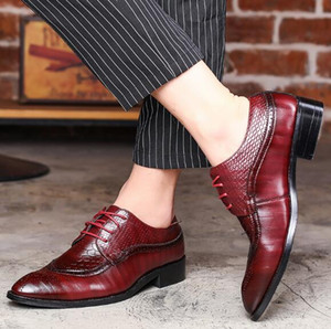 Wholesale 2019 Luxury Designer Leather Brogue Mens Flats Shoes Casual British Style Men Oxfords Fashion Dress Shoes For Men Big mens loafers38 x76