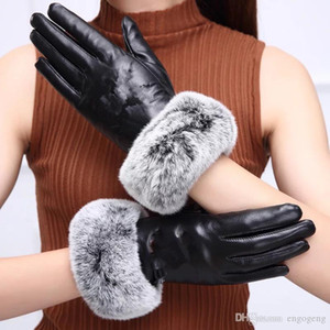 HOT with logo C real leather glove with Rabbit hair black Touchable glove good quality no gift box