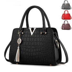 Wholesale Women Luxury Crocodile leather handbags Famous brands designer women s messenger bags female fringed shoulder bag pouch