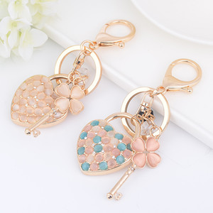 Wholesale Heart Keyring Chain Key Lock Love Pendant Charm Clover Leaf Metal Alloy Keychain Ring Bag Jewelry Rhinestone Fashion Bead Key Holder for Car