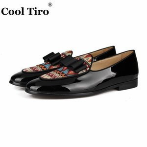 Wholesale Cool Tiro Black Patent Leather Loafers Men Moccasins Bow Tie Slippers Wedding Dress Shoes Flats Casual Shoes Ethnic style linen