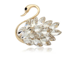 Wholesale Women s new designer high grade alloy elegant Crystal Swan Brooch Cute Animal Brooch Pin fashion accessories for women s clothing