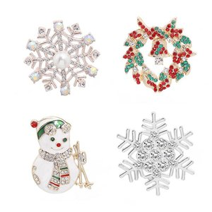 Wholesale Christmas Theme Shape Pin New Alloy Variety Fashion Trend Backpack Hat Neutral Snowman Snowflake Christmas Brooch Jewelry Gift