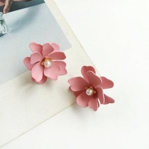 Wholesale Yellow White Spray Paint Flower Stud Earrings For Women Girls New Female Plant Jewelry Floral Earring Simulated Pearl Earings
