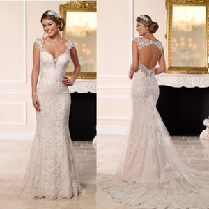 Sexy Backless Lace Mermaid Wedding Dresses 2019 New Arrival Real Price Bride Dress Beach Long Train plus size Wedding Gowns